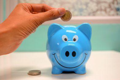 Plano de poupança Você quer começar a economizar hoje? (Foto de maitree rimthong no Pexels)